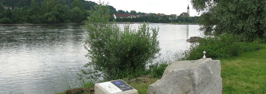 Donauplanetenweg - Neptun-Modell an der Donau