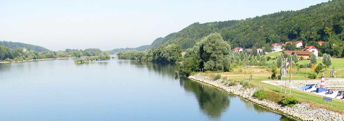 Blick auf die Donau, rechts der Donauplanetenweg