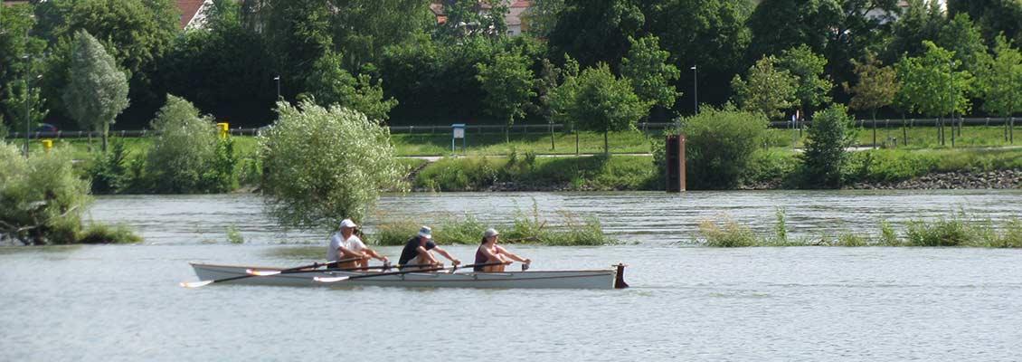Ruderer auf der Donau - am Donauplanetenweg