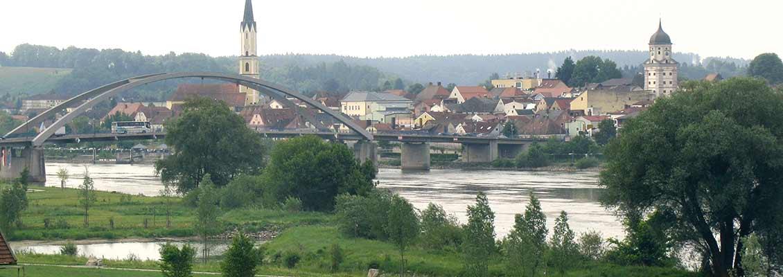 Blick vom Donau-Planetenweg auf Vilshofen, Niederbayern